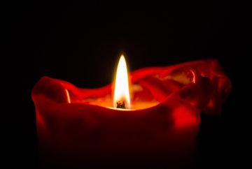 Faire allumer une bougie et prier à vos intentions