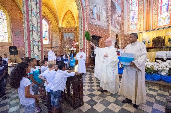 Accueil par les Prêtres
